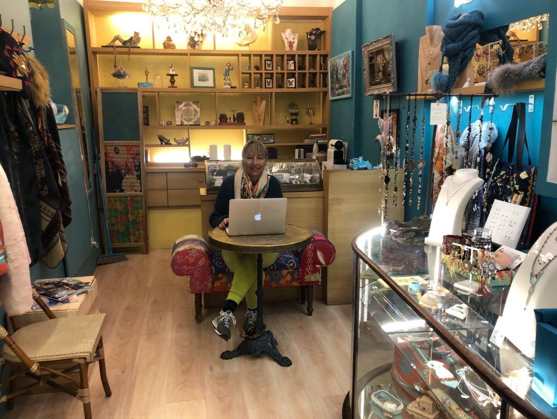 Martine Augier dans sa boutique située rue Sainte-Réparate.
