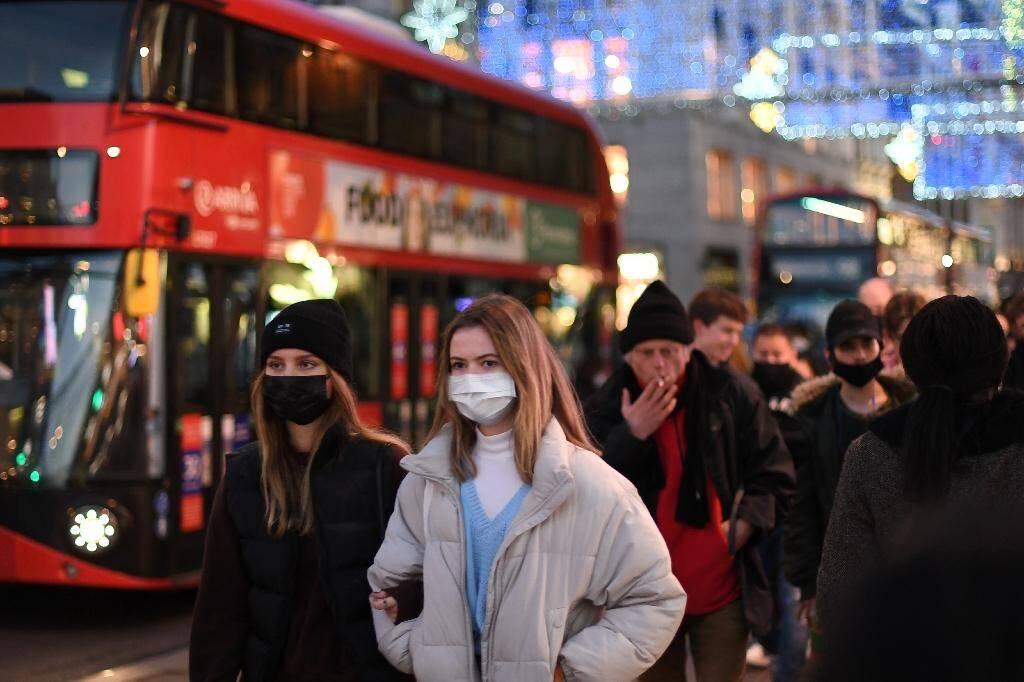 Sur Regent Street, dans le centre de Londres, à la veille de l'entrée en vigueur de nouvelles restrictions le 15 décembre 2020