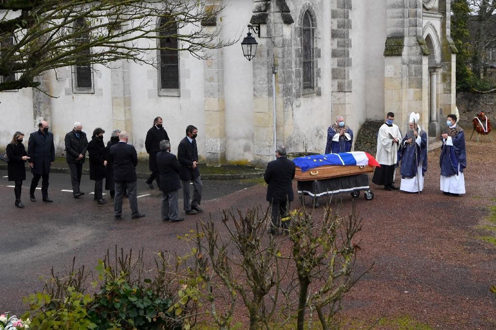Début des obsèques de l'ancien président Valéry Giscard d'Estaing le 5 décembre 2020 à Authon (Loir-et-Cher)