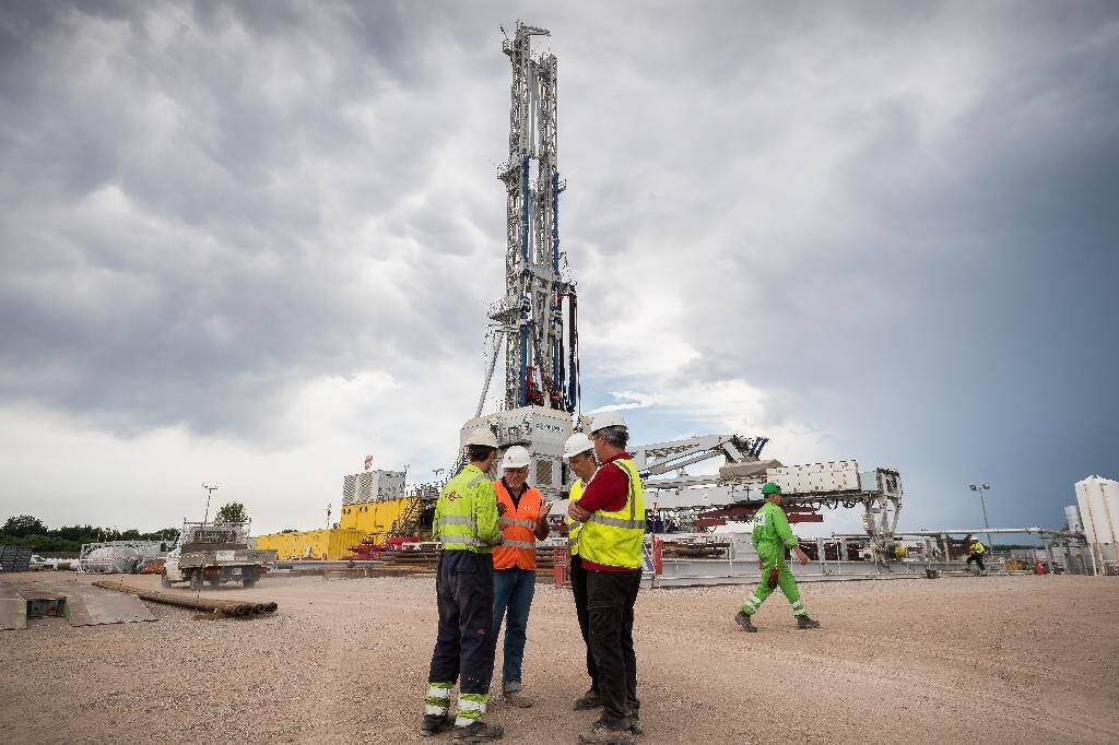 Des employés travaillent sur le site de géothermie profonde de Reichstett-Vendenheim (Bas-Rhin), le 4 juillet 2018