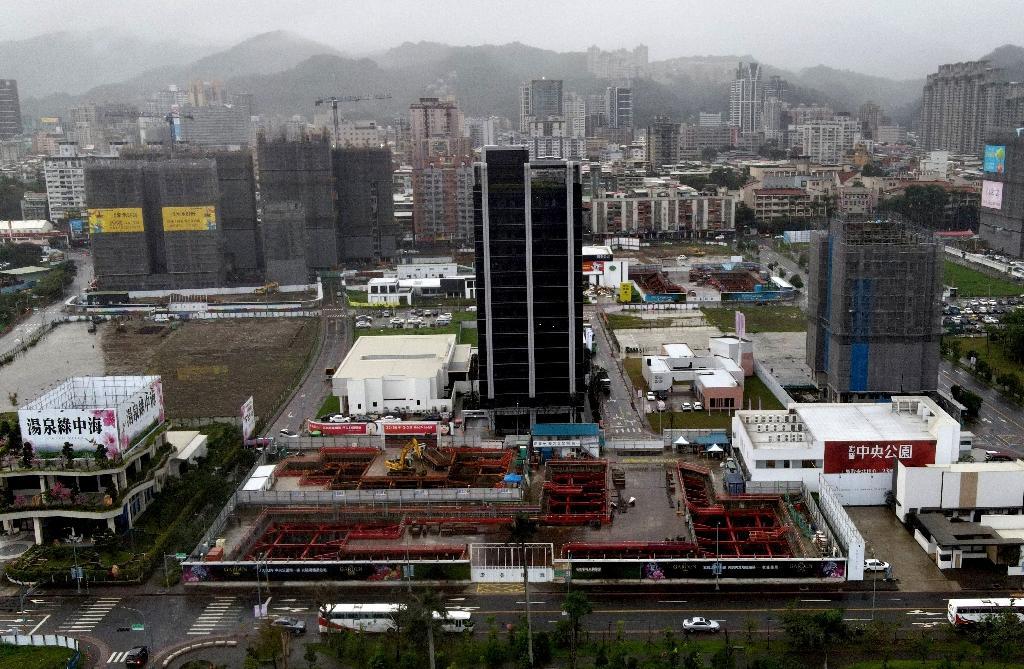 Vue aérienne d'un chantier de construction dans le quartier de Xindian du Nouveau Taipei, le 8 décembre 2020 à Taïwan