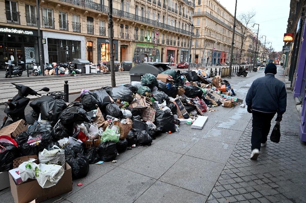 Poubelles dans le IIe arrondissement de Marseille le 28 décembre 2020