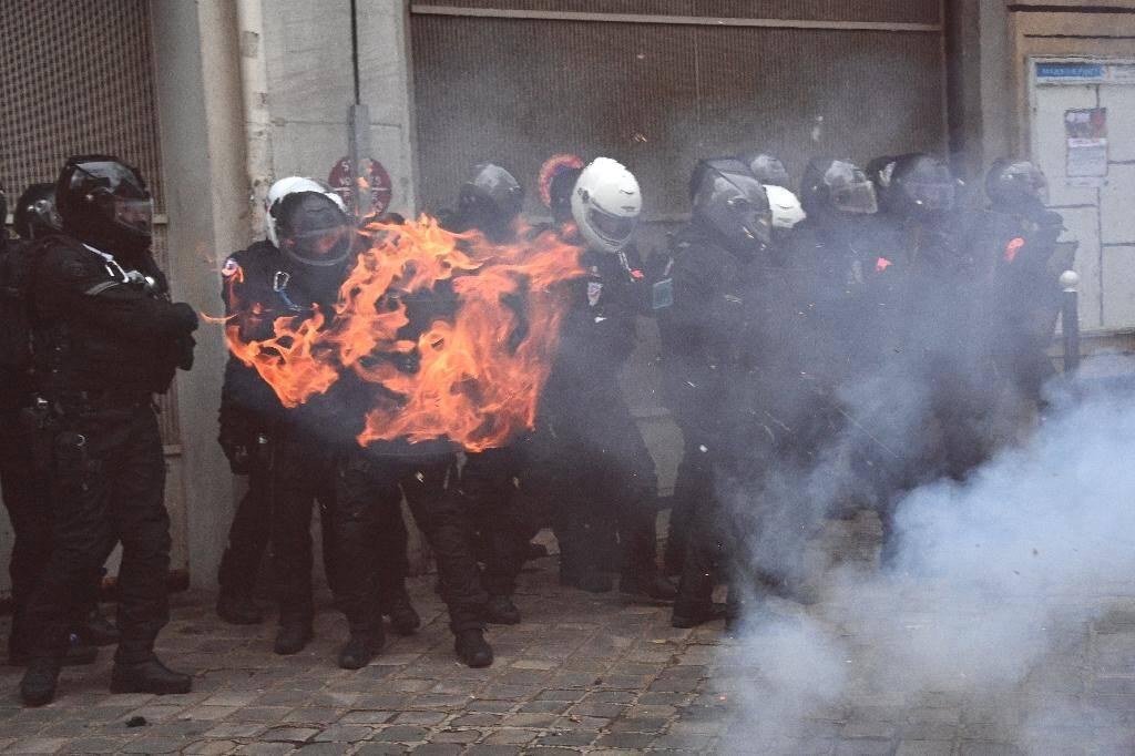 Policiers lors de la manifestation contre la proposition de loi Sécurité globale, à Paris le 5 décembre 2020