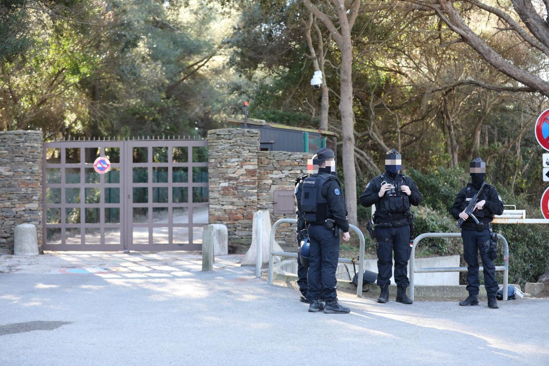 Des gendarmes à Brégançon samedi matin.