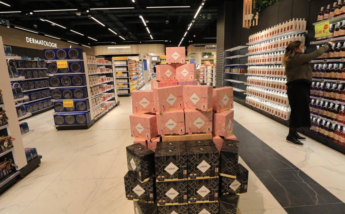 En passant de 500 à 2.500 m2 de surface de vente, la pharmacie de Cap3000  devient la plus grande d'Europe.
