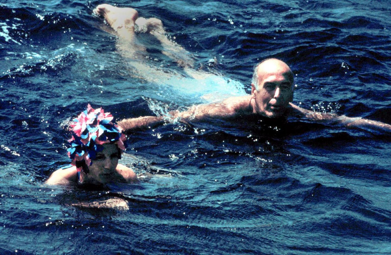 Le couple profite de ses vacances à Brégançon. Photo datant d'août 1980.