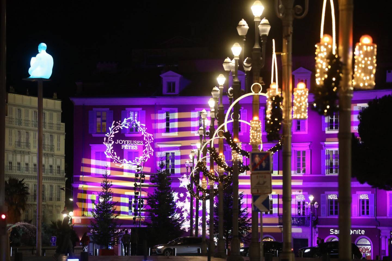 La place Masséna et ses illuminations animées.