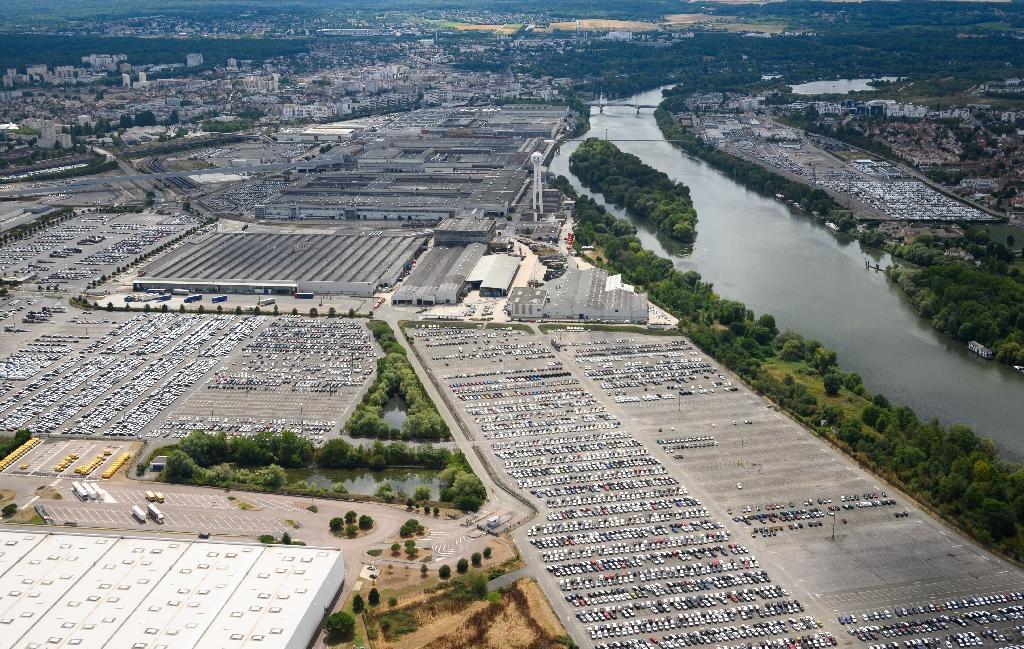 Vue aérienne de l'usine de PSA à Carrières-sous-Poissy, en région parisienne, le 8 août 2019