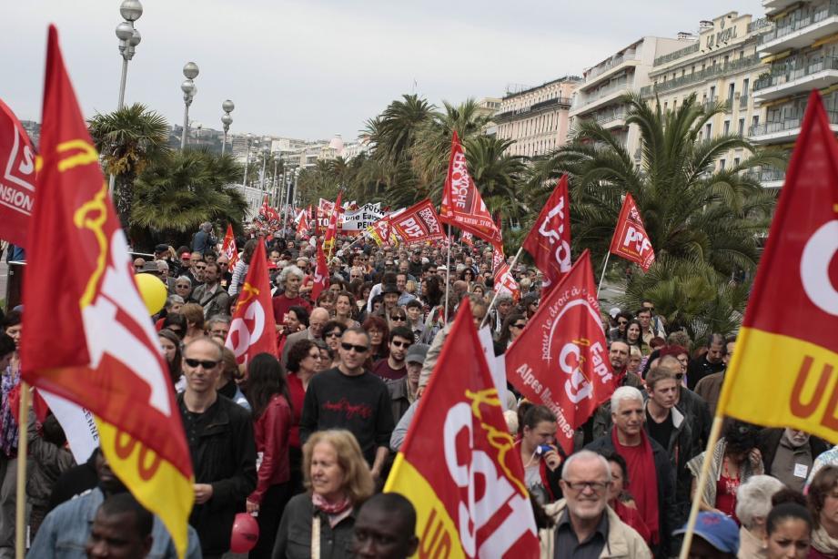 Les pas des manifestants se sont accompagnés du Chant des partisans et du slogan « Résistance ».