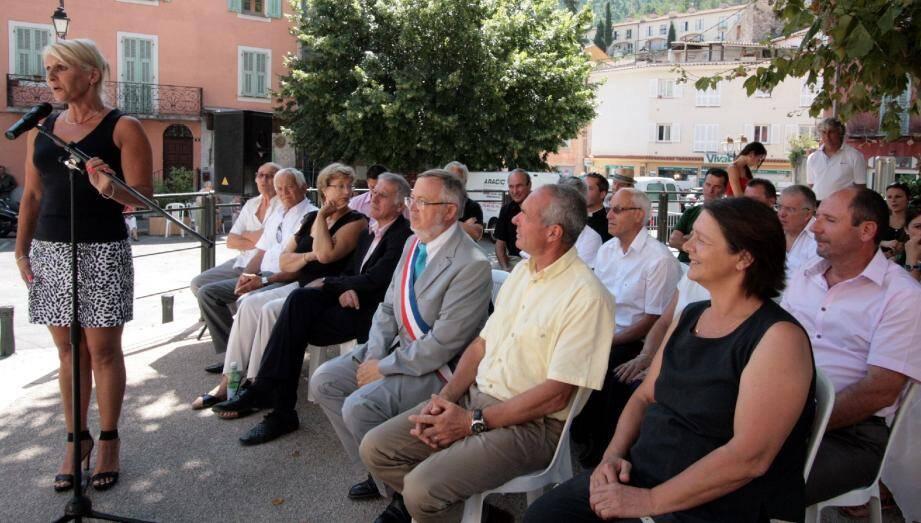 La présidente Martine Cagnazzo, devant les élus, a tenu à remercier l'équipe de bénévoles au cours de l'apéritif servi à l'espace Seborga.
