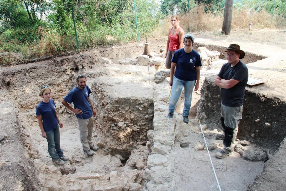 Dans le cadre d'un projet collectif de recherche, étalé sur trois ans, bénévoles et membres du service archéologie de la Ville ont entrepris des fouilles sur le site du Bois sacré, à Cimiez. Ils présentaient hier les résultats de leurs travaux.
