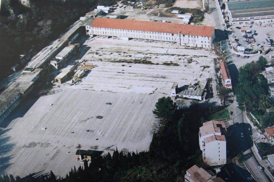 Le site Costamagna avant et après la réhabilitation. Ci-dessous, le moment solennel de l'inauguration du parc d'activités.(Repro DR et photo Phlippe Lambert)
