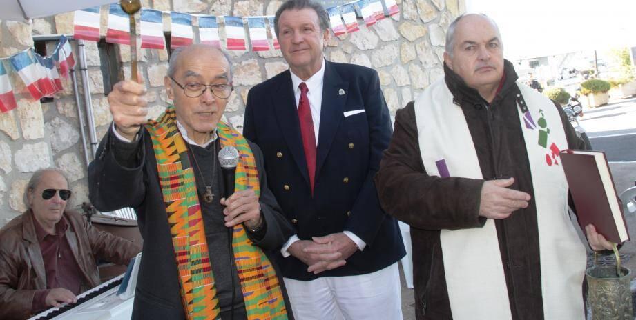Mickey, Mgr Jean Gautheron, Jean-Paul Antonioli, et le père Didier Dubray.