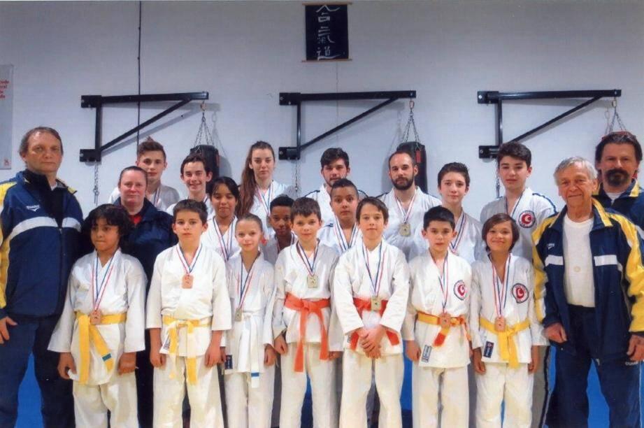 L'EJK Golfe-Juan a récolté un nombre important de médailles, à Nîmes, le 13 février.(DR)