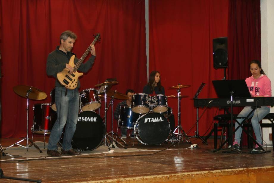 La famille Cavalli sur scène.