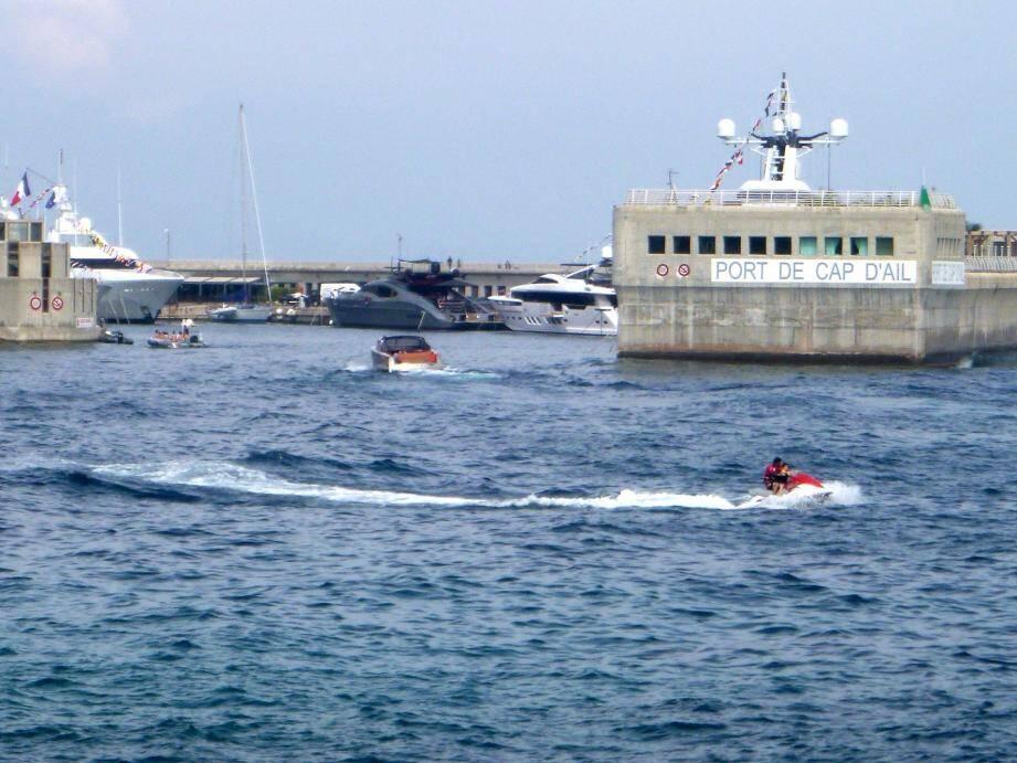 Toute la journée, le port de Cap-d'Ail a ouvert ses portes aux curieux, présentant ses activités et faisant tester certaines d'entre elles.