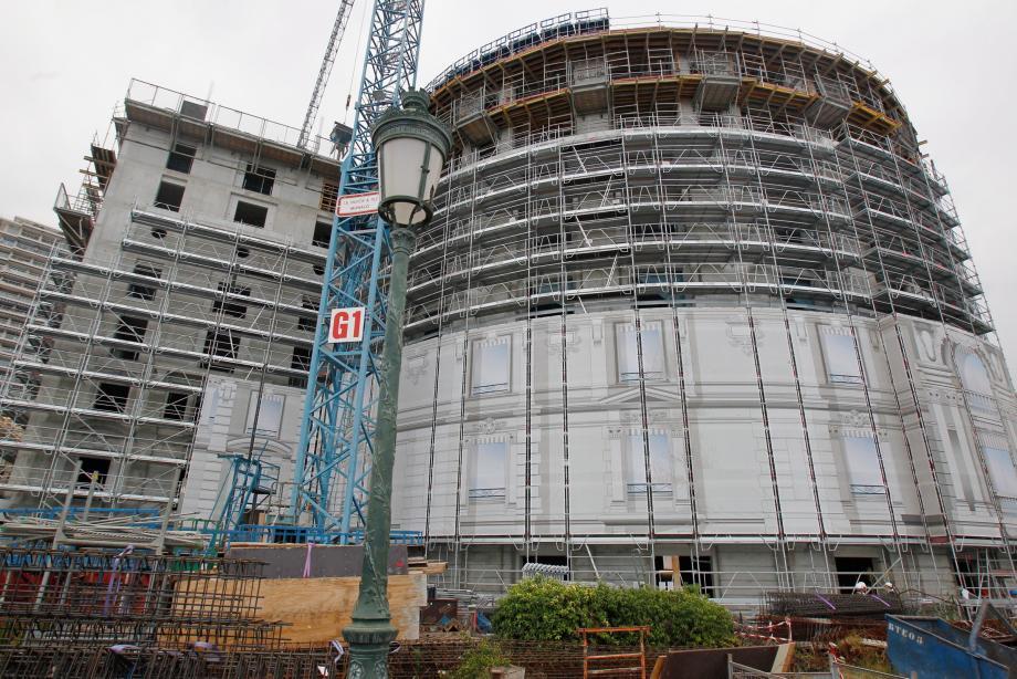 Il manque encore deux étages pour atteindre le sommet de la Rotonde, au pied de laquelle un nouveau restaurant qui ouvrira également en mai 2017.