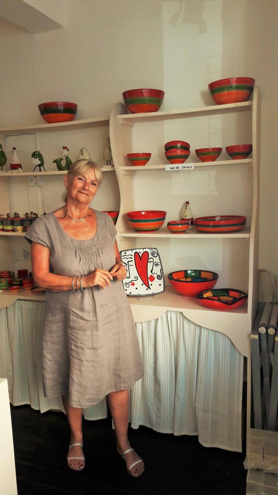 Michèle de la boutique «Arômes». Pascal et ses clients au Carnotzet. Philippe et Anne-Marie du « Comptoir ».(Ph. V. S.)