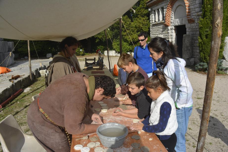 Enfants et adultes se sont passionnés pour les différents ateliers proposés.