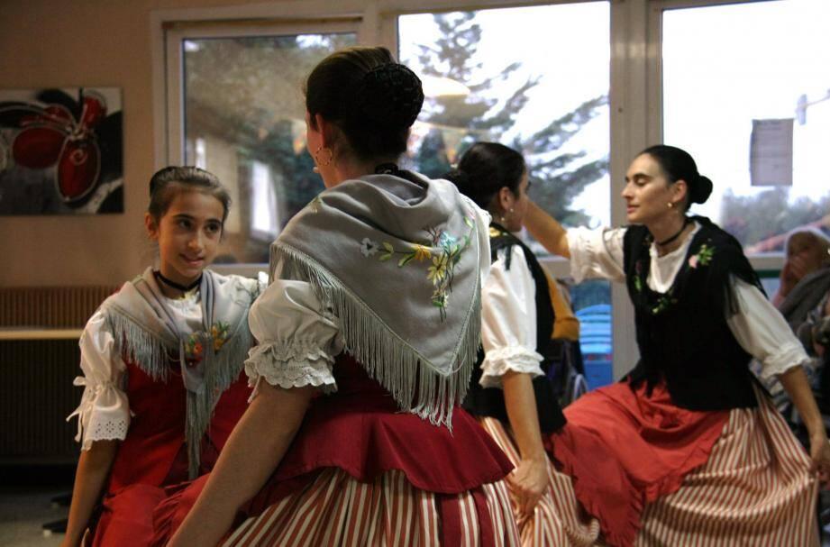 Chants et danses issus du répertoire folklorique mentonnais étaient au programme de ce rendez-vous.