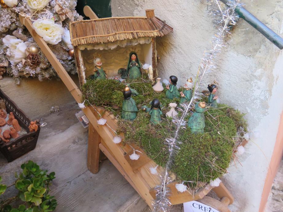 On trouve des crèches à Piène-Haute à tous les coins de rues, sous les porches...