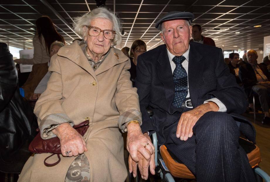 Huguette et Robert Cantiniau célèbrent leurs soixante-dix ans d'union, noces de platine.   Michel et Micheline Debort ainsi que Pierre et Odette Adnet  fêtent leurs noces d'orchidée, pas moins de cinquante-cinq ans de mariage.