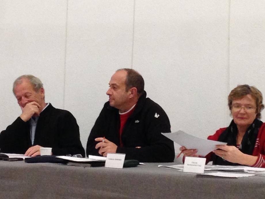 L'opposition est dubitative: « On se demande comment vous allez financer tout ça » a dit Jean-Marie Thorel ici avec Laurent Ferrari et Claude Marguerettaz.
