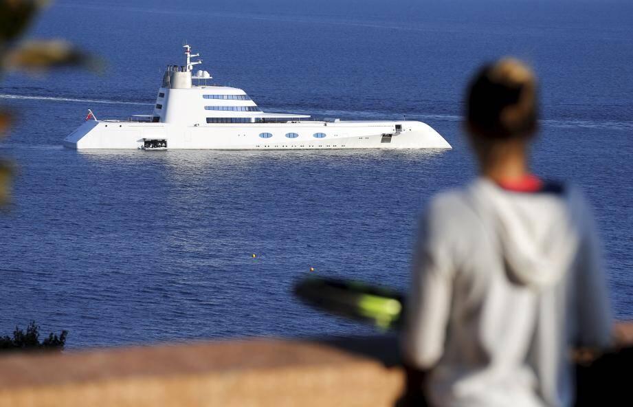 Le yacht A, propriété de  Andreï Melnitchenko et conçu par Philippe Starck et Martin Francis à Monaco.
