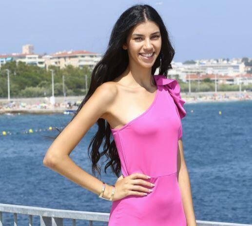 Linda Elmahjoub devient Miss à tout juste 18 ans.