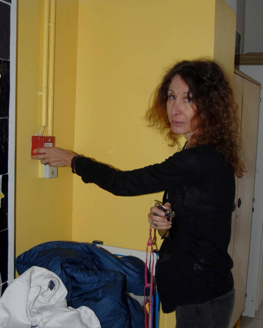 9 h 30 : la directrice Isabelle Bureau déclenche l'alerte incendie.