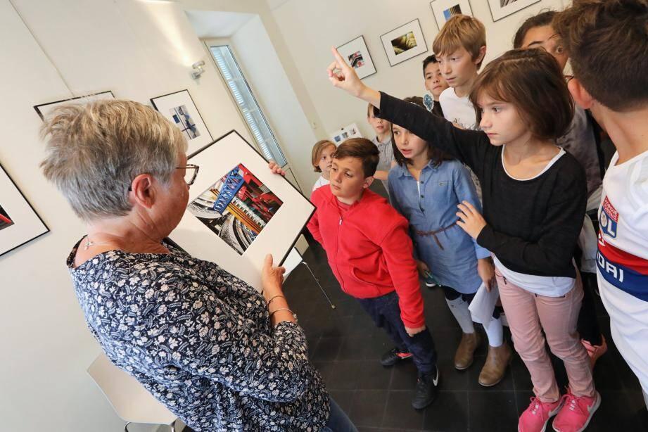 Les écoliers de Castellar étaient très attentifs aux explications de Michelle Musard sur sa passion et sur les œuvres exposées.