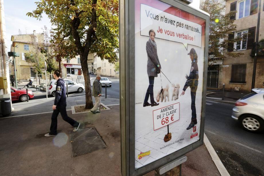 Depuis plusieurs semaines, des campagnes successives d'affichage préviennent les propriétaires de chiens que la tolérance n'est plus de mise. Avis aux contrevenants!
