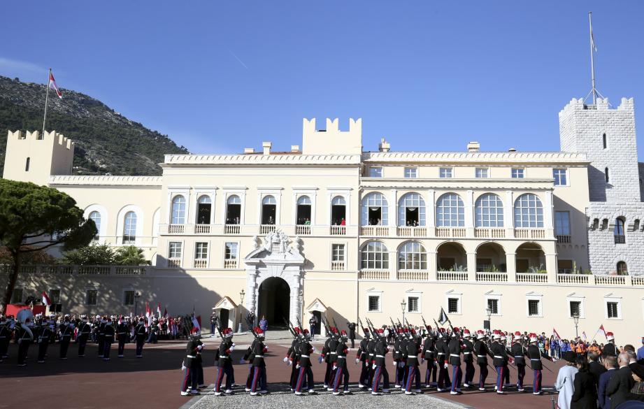 Les forces publiques de la Principauté ont pris le pas lors du défilé hier matin, sous l'œil du souverain aux fenêtres du Palais princier.