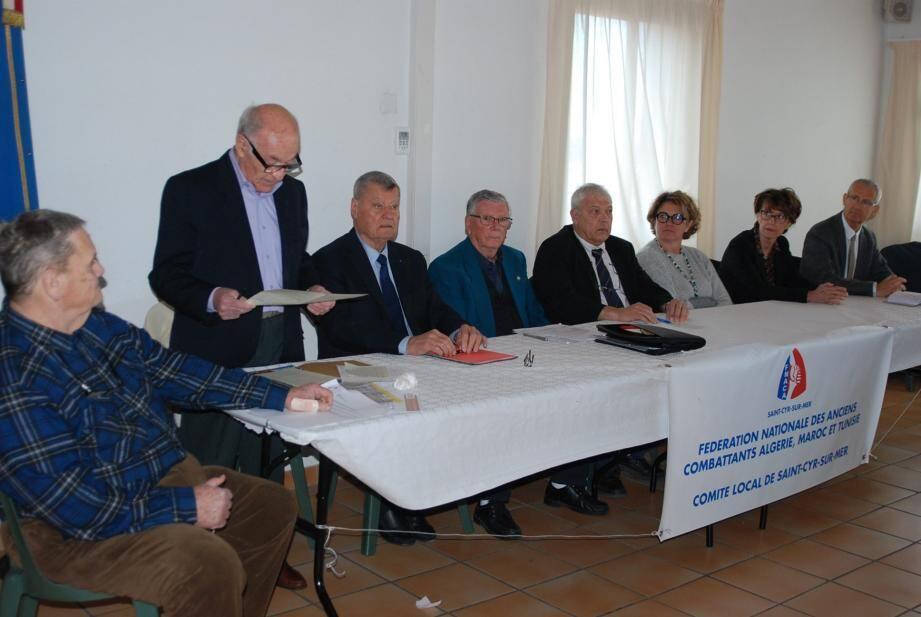 La table des officiels durant ces importantes assises.