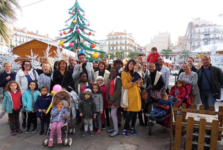 Installé place de la Liberté, le village de Noël a accueilli, hier, ses premiers visiteurs.