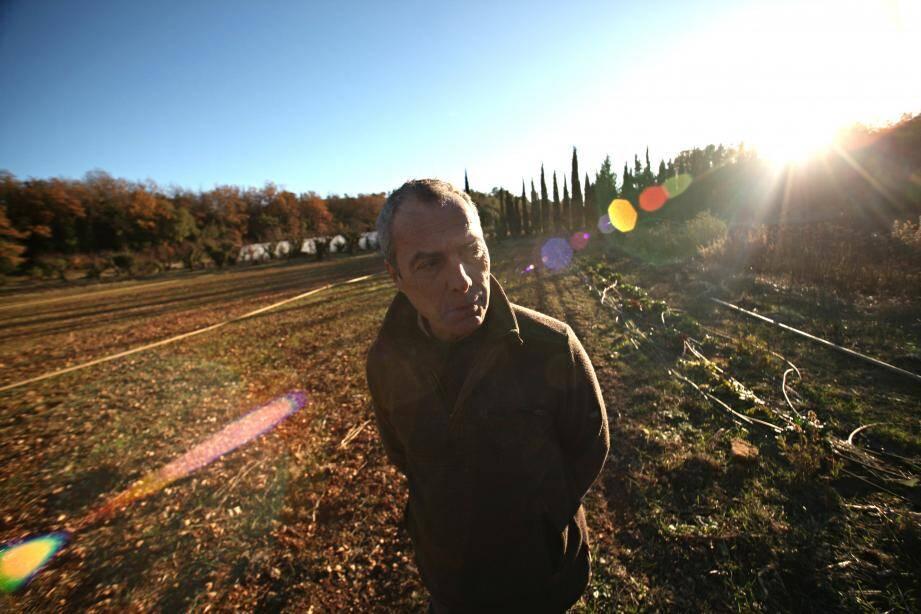 Pierre Venel invite les agriculteurs varois qui veulent se convertir au bio à venir visiter sa production.