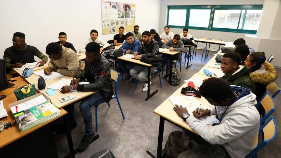 Ces jeunes majeurs sont regroupés dans une même classe. Hier matin, c'était le cours «prévention santé environnement» dans le cadre du CAP cuisine.