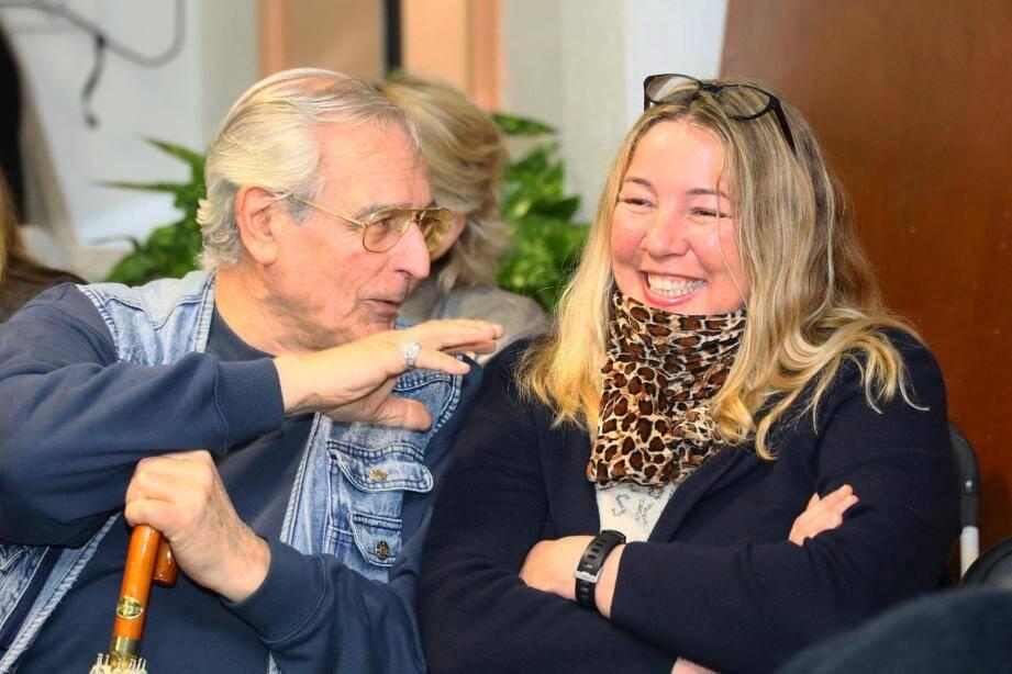 Les élus Thomas de Pariente, Marie Pourreyron, David Lisnard, Françoise Brunetaux et Jean-Marc Chiappini en concertation avec les habitants du Suquet.