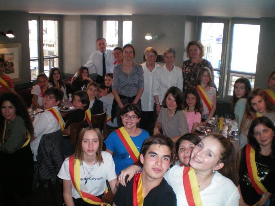 La députée Valérie Gomez-Bassac a invité les enfants à déjeuner au restaurant.
