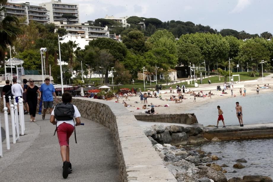 Les variations du temps jouent directement sur la fréquentation touristique, comme ici, au Mourillon, à Toulon.