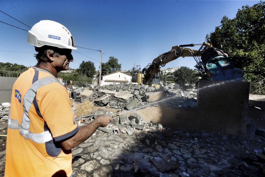 Trois ans après les inondations de Biot, certaines maisons du hameau de la brague sont détruites