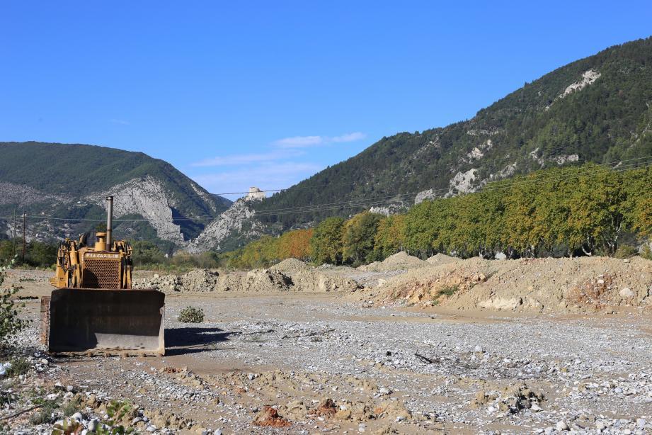 Les propriétaires du plus gros chantier, de 20.000 m², ont été mis en demeure par la préfecture en septembre. Jusqu'ici, des camions travaillaient quotidiennement au terrassement d'une terre argileuse.