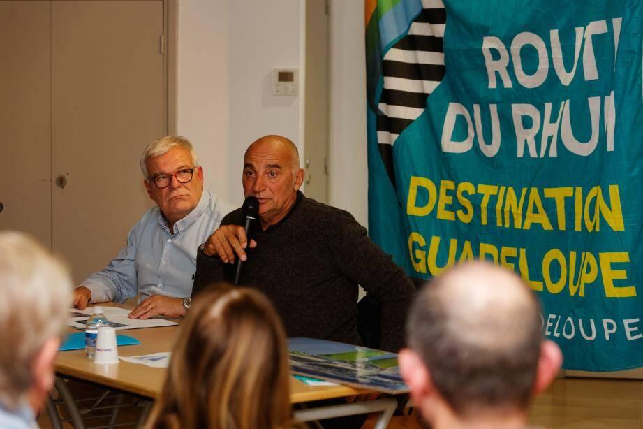 Aux côtés de Philippe Serenon, membre comme lui de la Société nautique de Sanary, Thierry Bouchard a partagé son aventure avec plus de 120 Sanaryens.