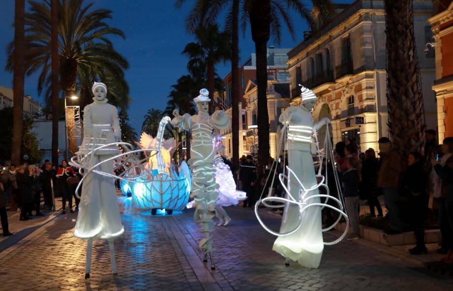Parade, ouverture du marché de Noël et de la patinoire, les animations de fin d'année ont début à Hyères.