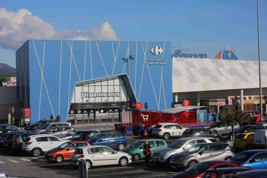 Après trois agrandissements consécutifs, la société Carrefour avait déposé un quatrième projet d'extension de plus de 2.000 m2.