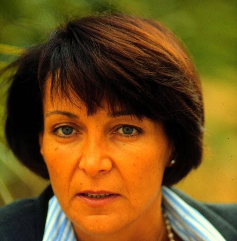 Yann Piat, 44 ans, députée, mère de deux jeunes filles, a succombé à ses blessures le 25 février 1994, après la fusillade dont elle a été la victime à quelques mètres de son domicile au Mont-de-Oiseaux, à Hyères.
