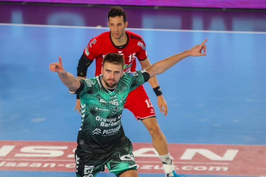 Gayduchenko peut lever les bras au ciel en signe de victoire.