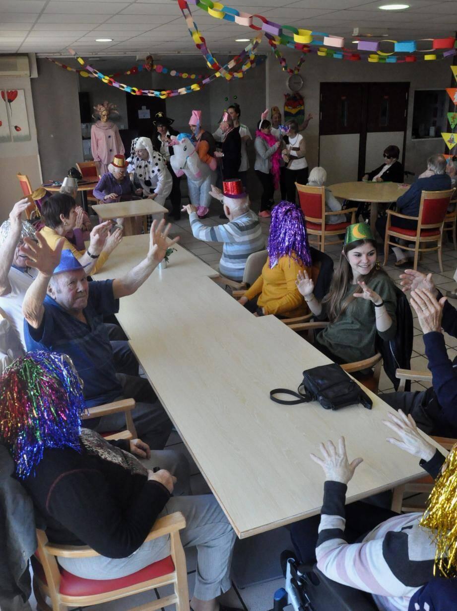 Hier, les aînés se sont amusés le temps de Mardi Gras.