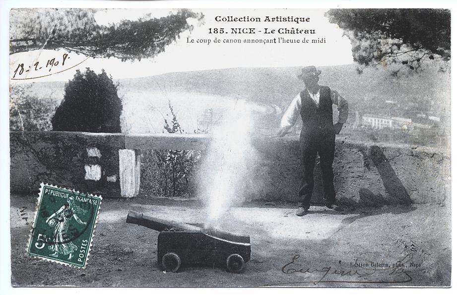 Des cartes postales du tir au canon sur la colline (fin XIXe-début XXe siècle) issues des collections des Archives de la Ville. Au départ de Sir Coventry, les Niçois exigèrent le maintien de ce coup de feu. Le 19 novembre 1885, un arrêté municipal institua lou canoun de miejour.(DR)