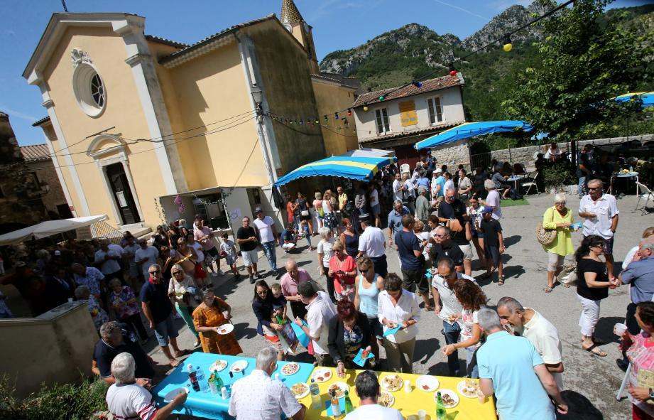Une belle fête sur la place du village, où se sont mêlés Agnésois et visiteurs.